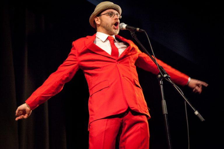 Moderiert den Poetry Slam in Leutershausen: Der zweifache fränkische Poetry Slam Meister Michael Jakob. Foto: Valentin Olpp